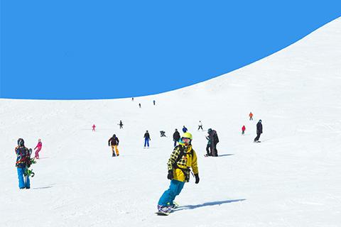 雪山とスキー場